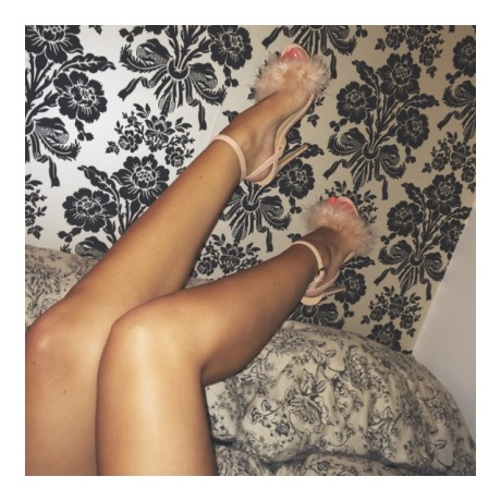 UK_fashion_blog_high_street_gillianleerose_fluffy_heels_Gillian_lee_rose_Missguided
