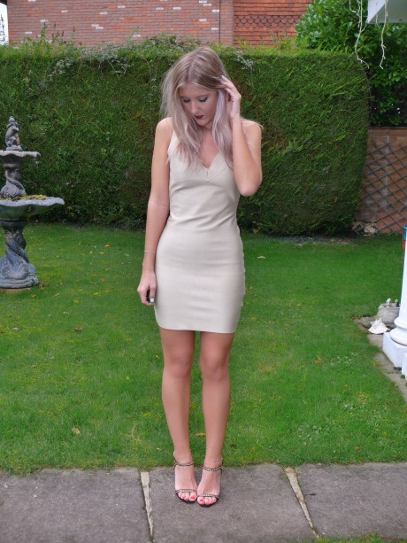 UK_fashion_blog_gillianleerose_boohoo_bandage_dress